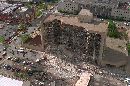 1995 yılının Nisan ayında, Timothy McVeigh adlı beyaz ırkçısı, Oklahoma City'deki federal binayı havaya uçurdu. 168 kişi öldü, 600 kişi yaralandı.