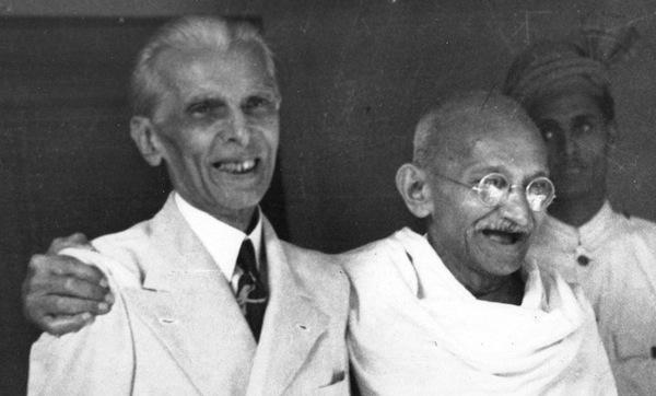 Pakistan'ın kurucusu Muhammed Ali Cinnah ve Mahatma Gandhi