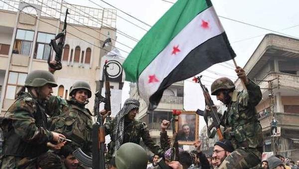 Özgür Suriye Ordusu'na bağlı muhalif birlikler Halep'te.