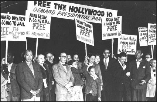 Hollywood 10'lusu ve aileleri, özgürlük için protesto yaparken.