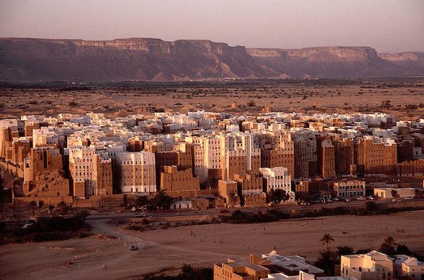 Hadramut Vadisi'ndeki antik Şibam kenti, UNESCO Dünya Kültür Mirası içinde yer alıyor.