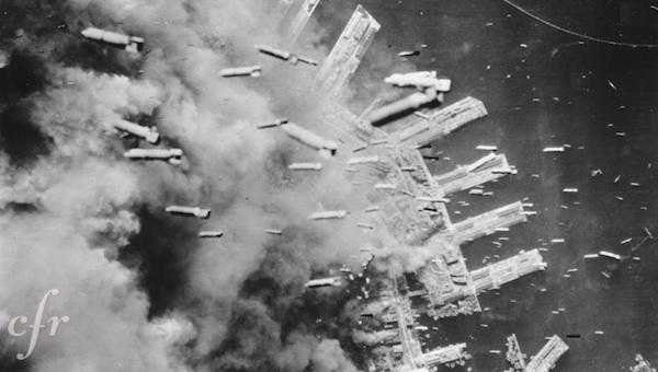 10 Mart 1945'te günün ilk saatlerinde 300'den fazla B-29 uçağı Tokyo'ya napalm misket bombalarıyla ölüm yağdırdı.