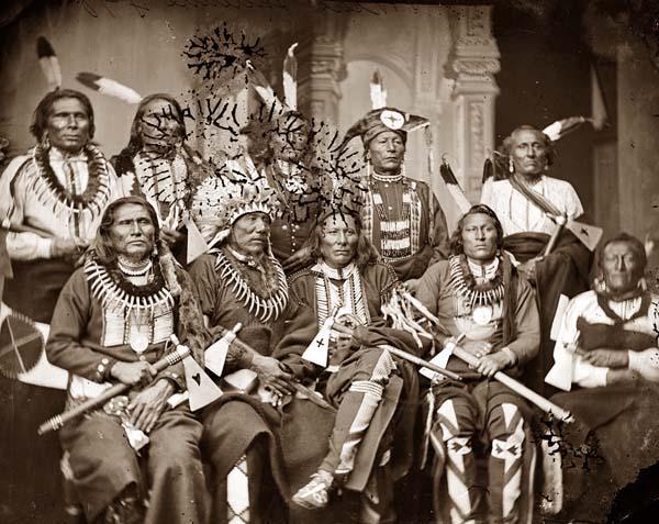 1865 yılında çekilmiş bu fotoğrafta bir grup kabile reisi bir arada.